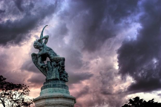 Ángel Caído imagen publicada bajo licencia Creative Commons en el Flickr del usuario netjcmv